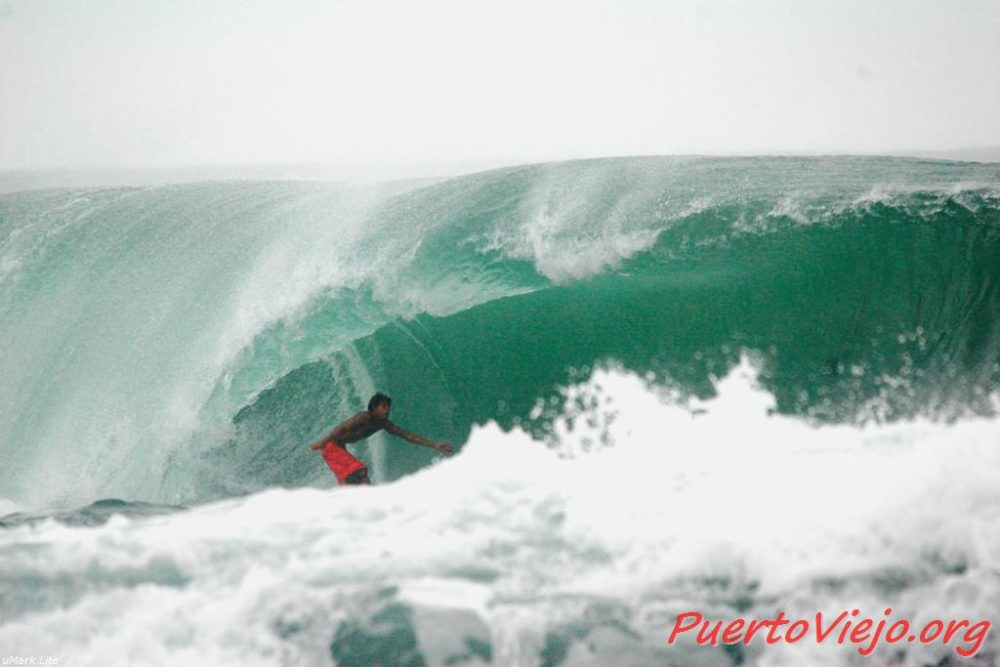 Puerto Viejo Costa Rica salsa Brava wave